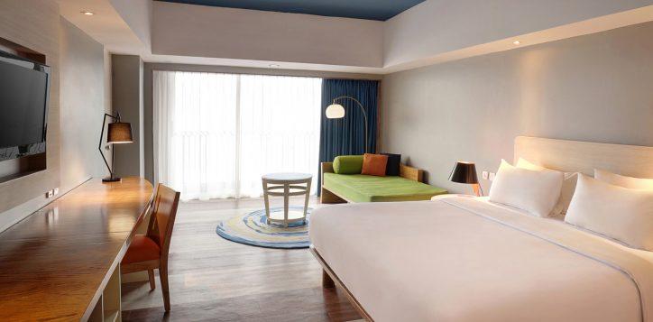 grand-deluxe-ocean-balcony-room-2